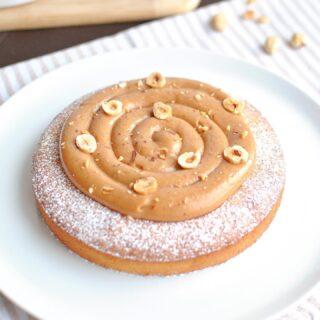 Ce gâteau était tellement bon qu'il mérite bien d'être mis à l'honneur une nouvelle fois 🤤 Composé d'un fondant amande / noisette et d'un crémeux au praliné, il est à se rouler par terre de bonheur...   📖 Recette en bio et directement sur le blog → www.degustationsdangereuses.fr⠀ ⠀ #fondant #amande #noisette #praliné #gateau #food #pastry #patisserie #baking #dessert #recette #recipe #homebaking #foodphotography